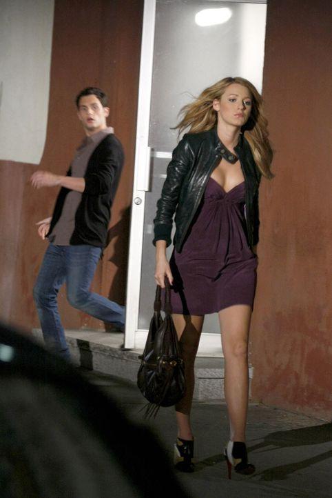 Was ist zwischen Dan (Penn Badgley, r.) und Serena (Blake Lively, l.) los? - Bildquelle: Warner Brothers