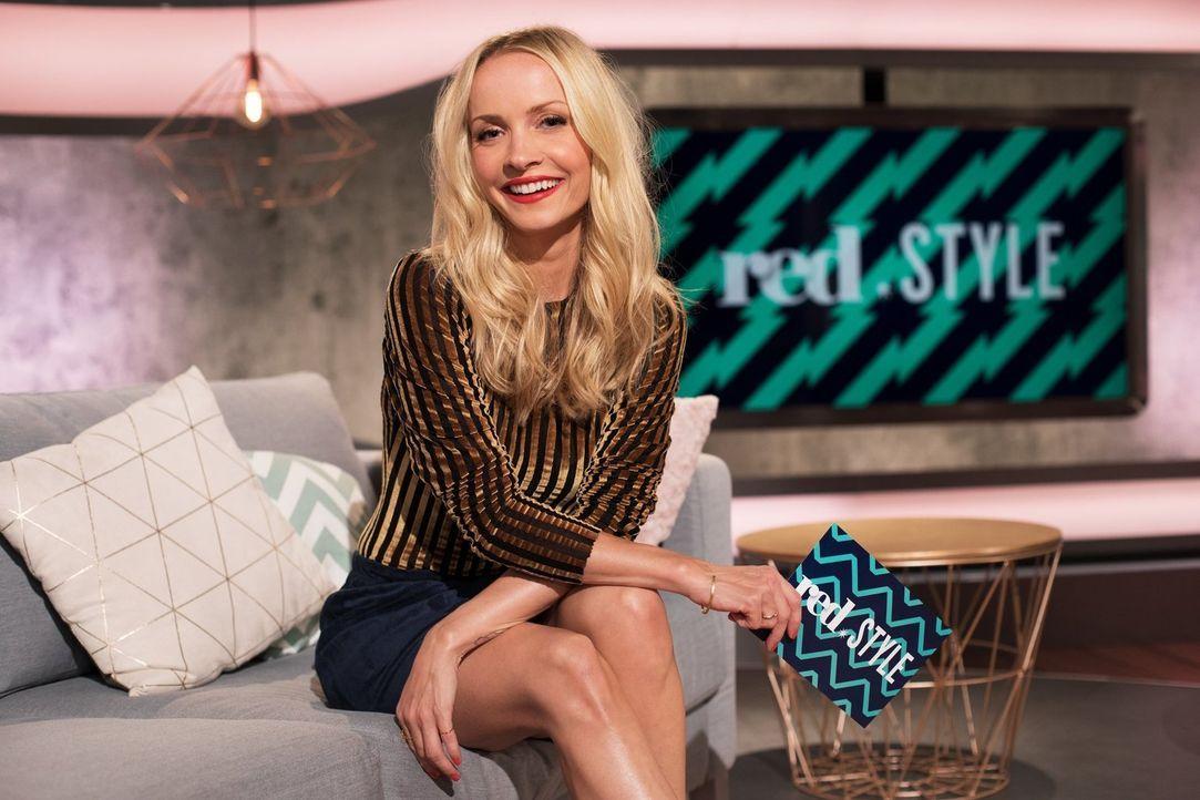 """Lifestyle at its best! Janin Ullmann geht als Fashionista auf Mission und präsentiert im sixx-Magazin red.Style unter dem Motto """"We make you happy""""... - Bildquelle: Benedikt Müller sixx"""