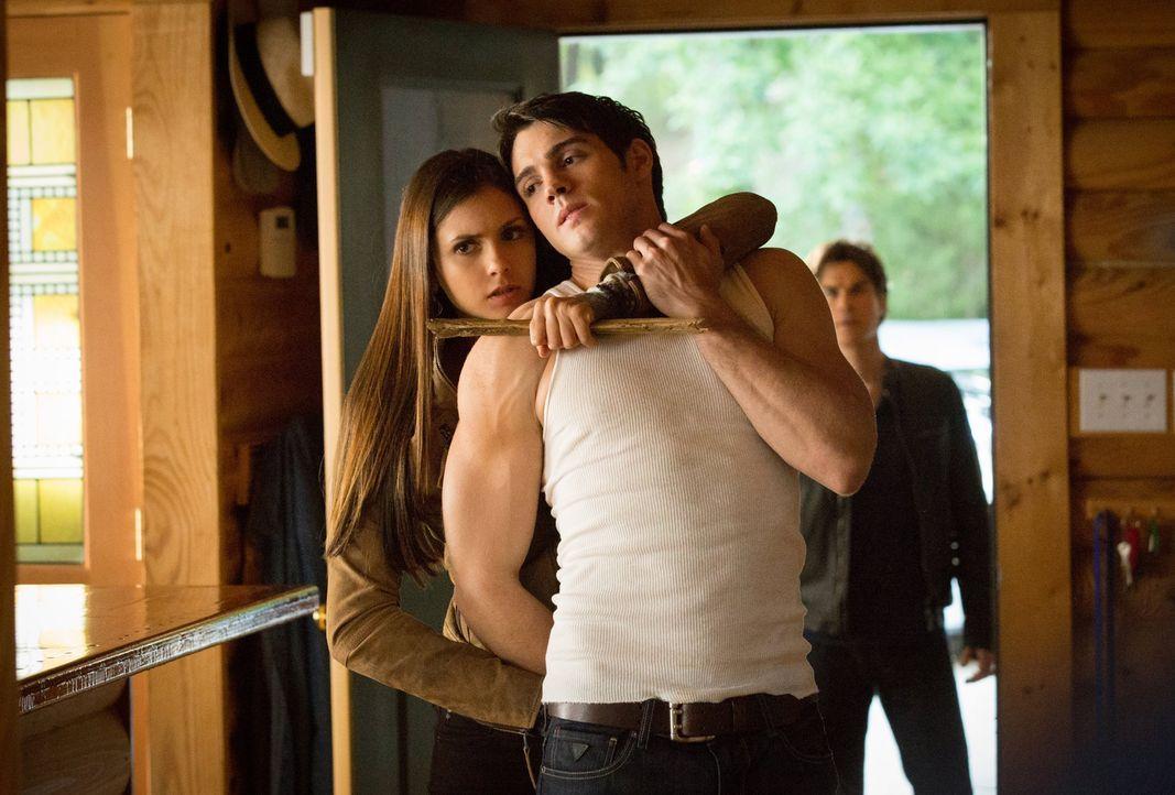 Im Kampf gegen den Drang eines Jägers kommt es zu unschönen Situationen zwischen Elena (Nina Dobrev, l.) und ihrem Bruder Jeremy (Steven R. McQueen,... - Bildquelle: Warner Brothers