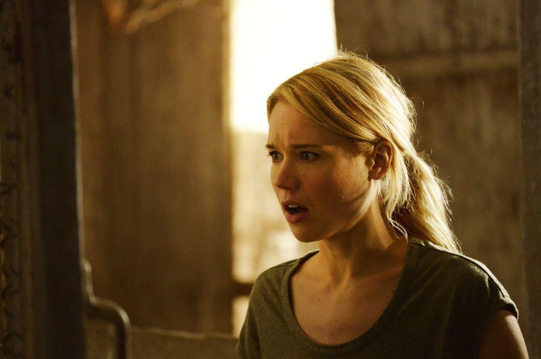 Sie will die Hoffnung nicht aufgeben, doch für Nora (Kirsten Hager) ist es besonders schwer, mit der neuen Situation umzugehen ... - Bildquelle: Philippe Bosse 2014 B.H. 4 Productions (Muse) Inc. ALL RIGHTS RESERVED.