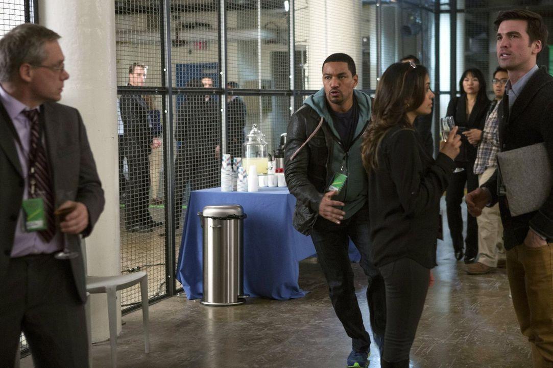 versucht alles, um einen Mörder zu fassen: Billy (Laz Alonso, vorne 2.v.l.) ... - Bildquelle: Warner Bros. Entertainment, Inc.