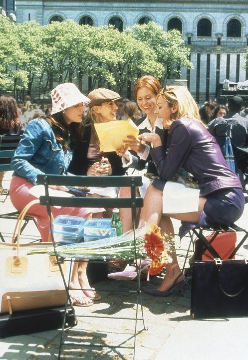 (v.l.n.r.) Charlotte (Kristin Davis), Carrie (Sarah Jessica Parker), Miranda (Cynthia Nixon) und Sam (Kim Cattrall) müssen lernen, mit Verlusten um... - Bildquelle: Paramount Pictures