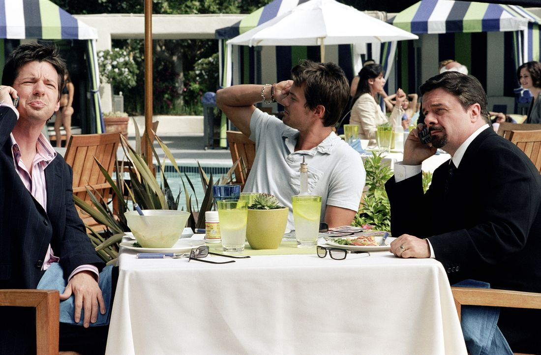 Um das Image von Hollywoodstar Tad Hamilton (Josh Duhamel, M.) wieder auf Vordermann zu bringen, hecken sein Agent Richard Levy (Nathan Lane, r.) un... - Bildquelle: 2004 DreamWorks LLC. All Rights Reserved.