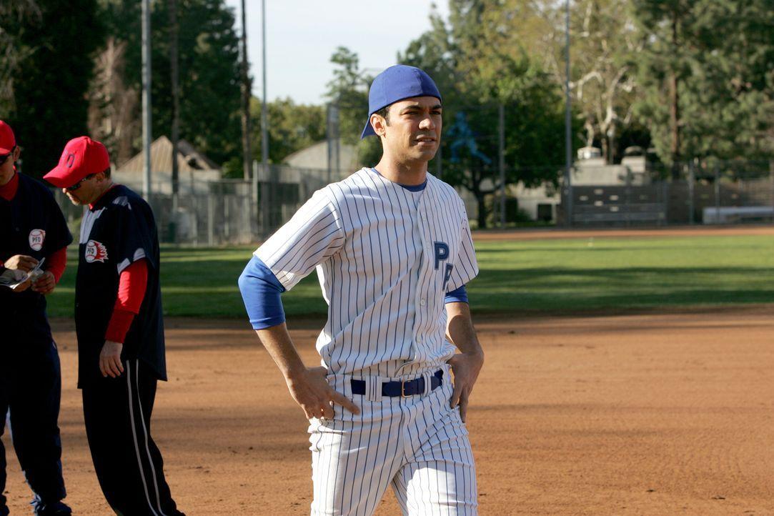 Beim alljährlichen Softballturnier: Det. Scott Valens (Danny Pino) - Bildquelle: Warner Bros. Television