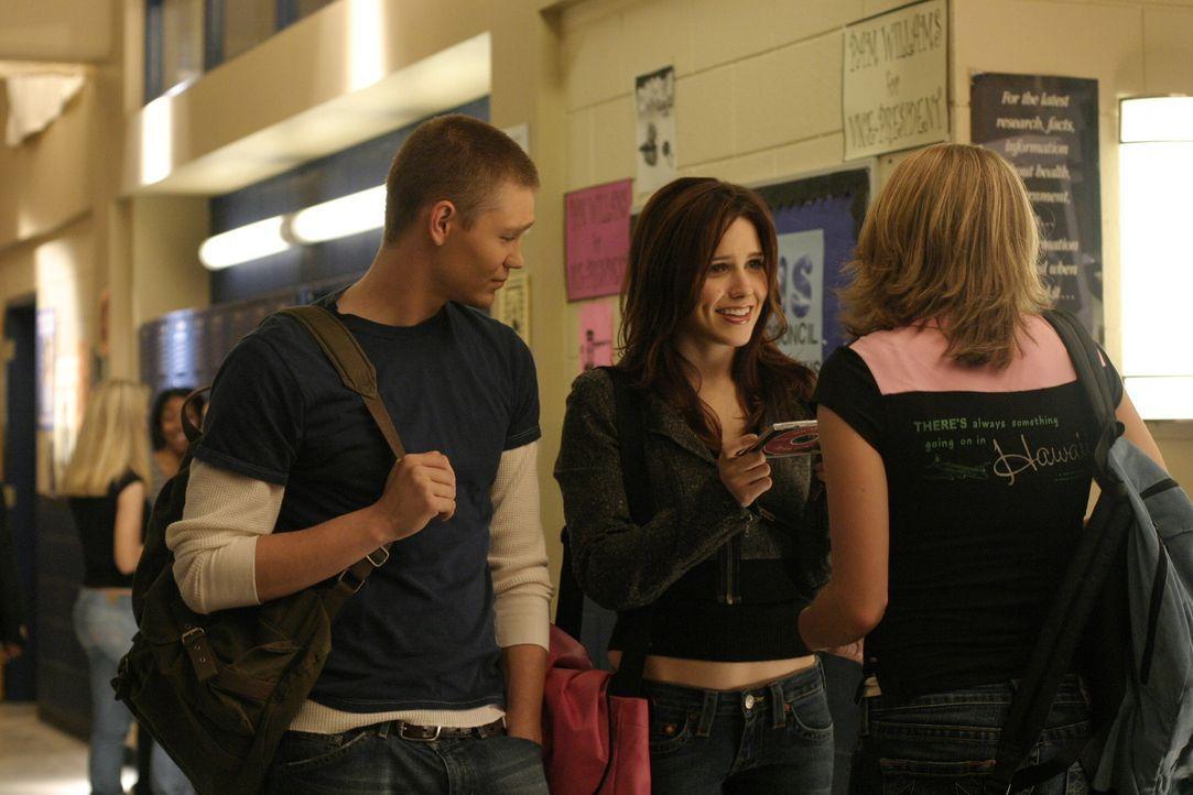 Der Wahlkampf hält Brooke (Sophia Bush, M.) und Lucas (Chad Michael Murray, l.) ganz schön in Atem ... - Bildquelle: Warner Bros. Pictures