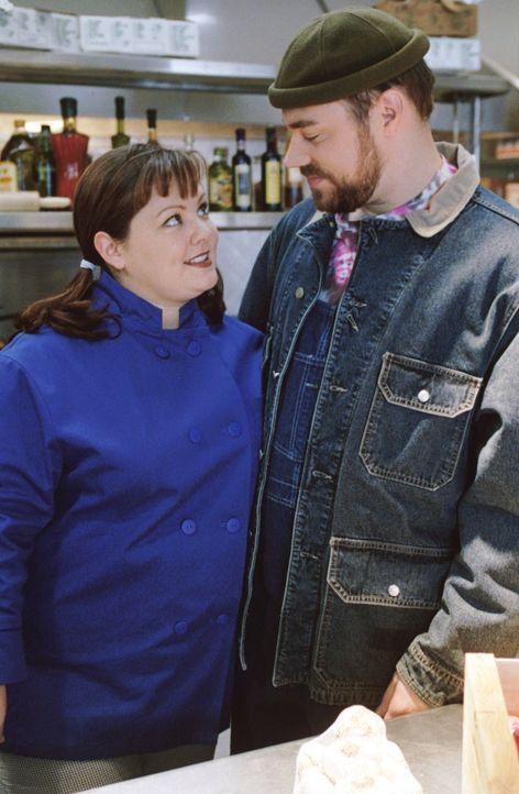 Sookie (Melissa McCarthy, l.) und Jackson (Jackson Douglas, r.) genießen jeden Moment ihrer jungen Liebe, während die Beziehung von Rory und Dean au... - Bildquelle: 2000 Warner Bros.