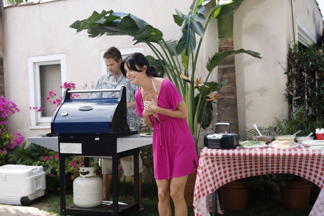 Jules (Courteney Cox, r.) nimmt diese Herausforderung von Grayson an. Doch schon nach wenigen Minuten stellt sie fest, dass sie das eigentlich kaum... - Bildquelle: 2009 ABC INC.