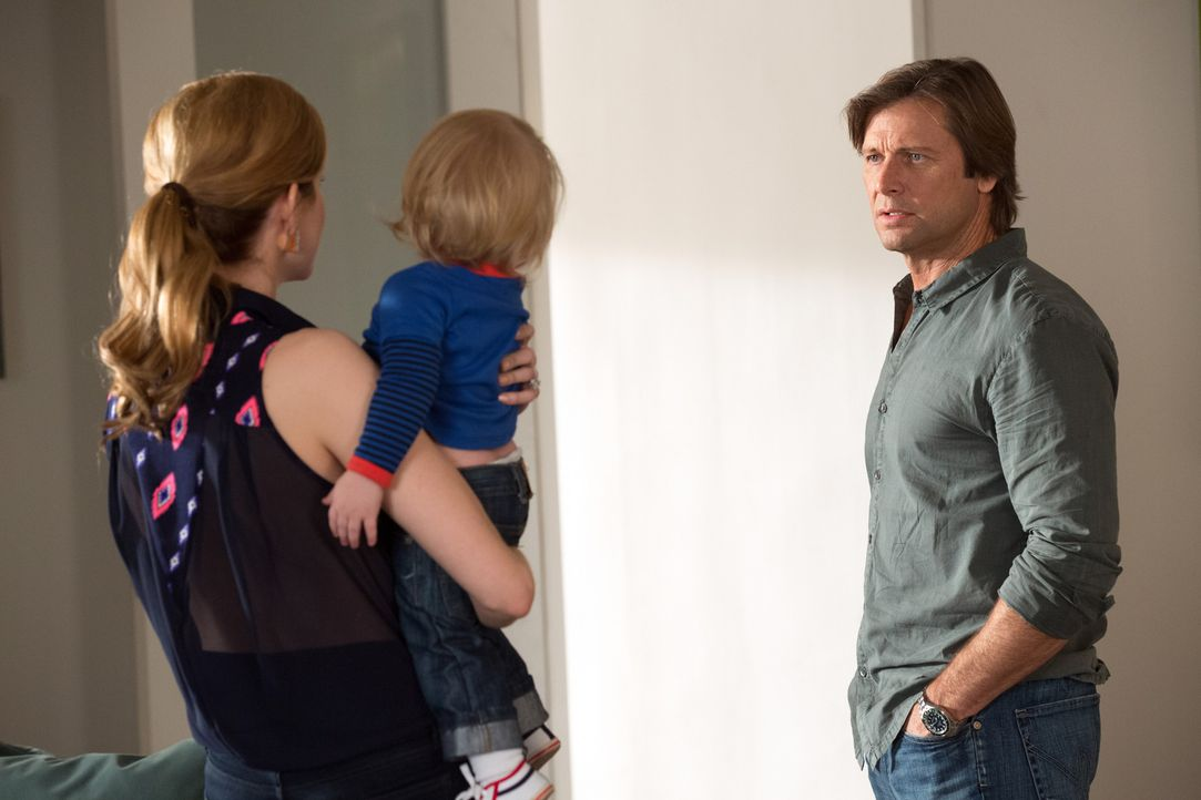Peri (Mariana Klaveno, l.) will die Scheidung, die Spence (Grant Show, r.) ihr vorschlägt, nicht so einfach hinnehmen ... - Bildquelle: 2014 ABC Studios