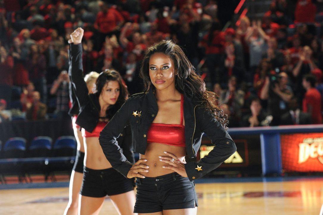 Noch ahnt Ahsha (Taylour Paige, r.) nicht, welche Auswirkungen der Ausgang der All-Stars-Wahl haben wird ... - Bildquelle: 2013 Starz Entertainment LLC, All rights reserved