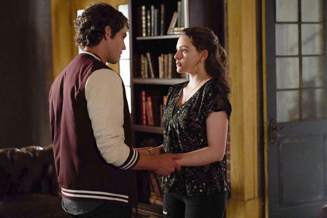 Roman (Jedidiah Goodacre, l.); Hope (Danielle Rose Russell, r.) - Bildquelle: Warner Bros.