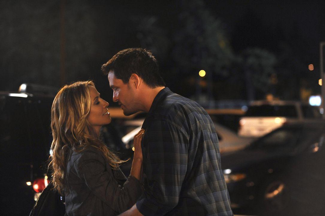 Nach anfänglichen Schwierigkeiten kommen sich Grayson (Josh Hopkins, r.) und Sara (Sheryl Crow, l.) doch näher ... - Bildquelle: 2009 ABC INC.