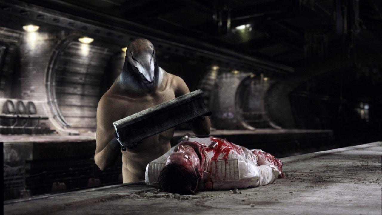 Um der Sterblichkeit zu entgehen, muss der ägyptische Gott Horus (Thomas M. Pollard) einen menschlichen Körper auftreiben. Seine Wahl fällt auf A... - Bildquelle: TF1 Films Productions
