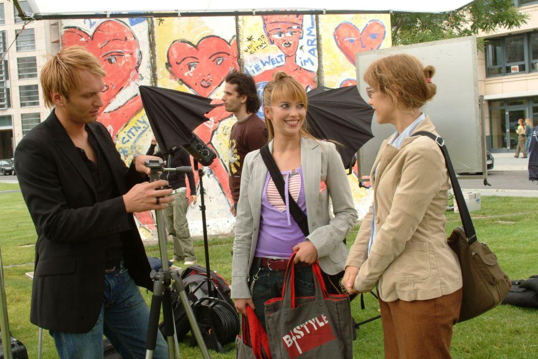 Lisa schafft es mit ihrer Unbedarftheit, das Shooting mit Fotograf Marc (Jean Marc, l.) und Designerin Hannah (Laura Osswald, M.) zum Erfolg zu mach... - Bildquelle: Monika Schürle SAT.1 / Monika Schürle
