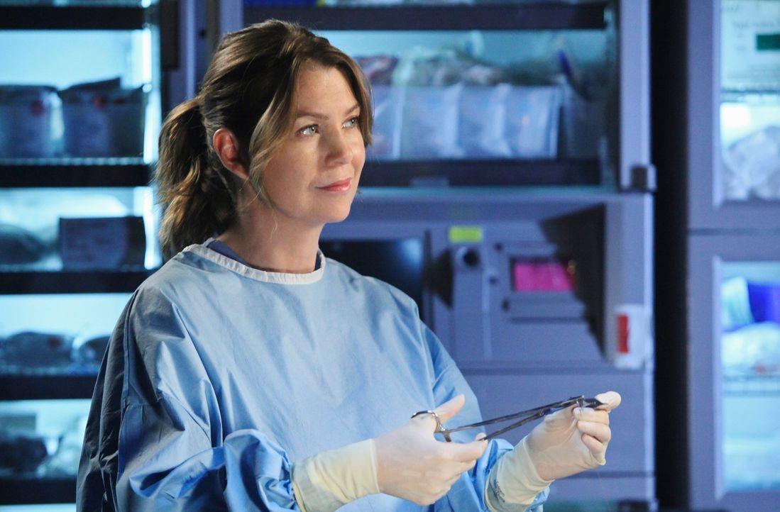 Während Mark und Lexie mit der schockierenden Ankunft einer Frau aus Marks Vergangenheit klarkommen müssen, bekommt Meredith (Ellen Pompeo) von Webb... - Bildquelle: Touchstone Television