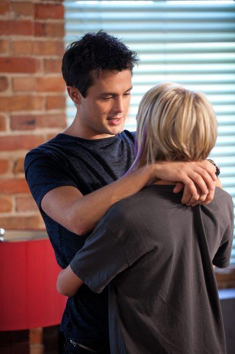 Chase (Stephen Colletti, l.) hat Tara (Chelsea Kane, r.) wirklich gern. Wäre da bloß nicht das Problemchen mit Chris Keller ... - Bildquelle: Warner Bros. Pictures