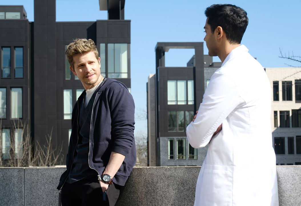 Können Conrad (Matt Czuchry, l.) und Devon (Manish Dayal, r.) herausfinden wie es zu dem tragischen Unfall kommen konnte? - Bildquelle: Guy D'Alema 2018 Fox and its related entities. All rights reserved. / Guy D'Alema