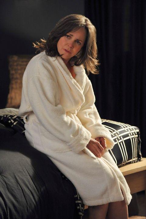 Die Nacht mit Karl hatte sich Nora (Sally Field) etwas anders vorgestellt ... - Bildquelle: 2010 American Broadcasting Companies, Inc. All rights reserved.