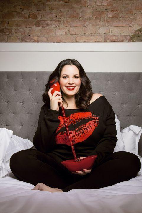 Mit ihren Anrufern spricht Sex-Expertin Paula Lambert (Bild) live über Liebe, Sex und Beziehungen und nimmt dabei kein Blatt vor den Mund ... - Bildquelle: Jens Koch sixx / Jens Koch