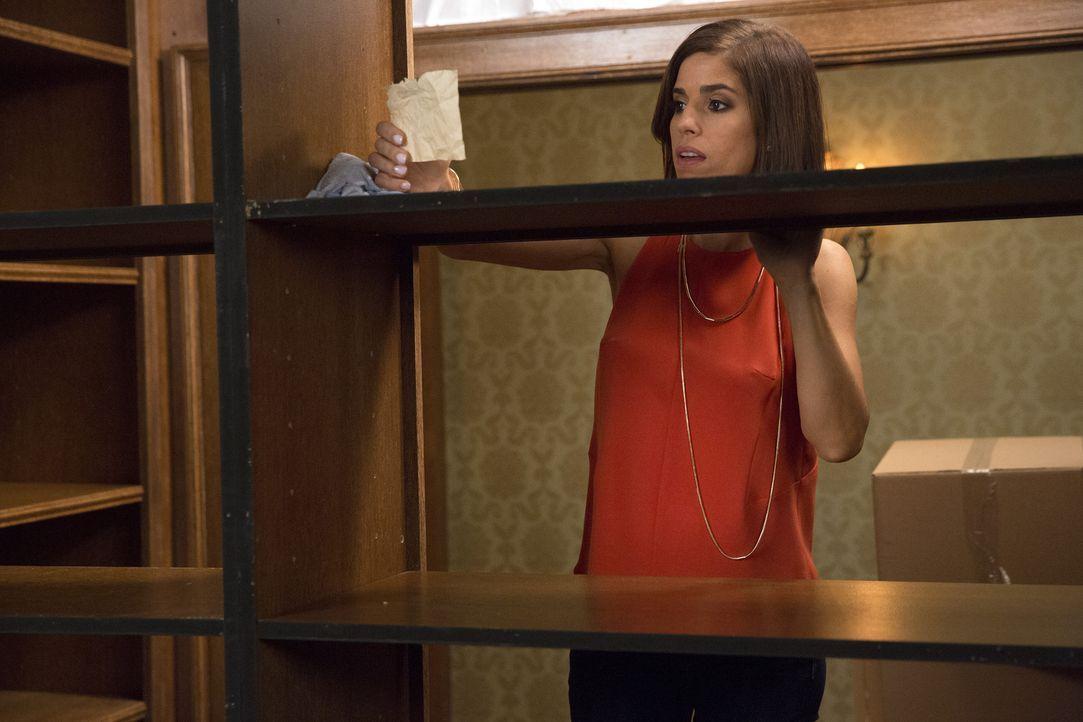 Beim Aufräumen entdeckt Marisol (Ana Ortiz) einen Brief, der plötzlich Zweifel bei ihr weckt ... - Bildquelle: 2014 ABC Studios