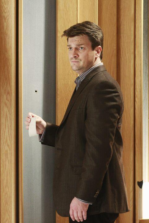 Im Tonstudio entdeckt Castle (Nathan Fillion) ein Einschussloch in der Wand. Wissen die Musikproduzenten doch mehr über den Mord an der jungen Sänge... - Bildquelle: ABC Studios