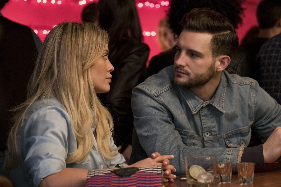 Kelsey (Hilary Duff, l.); Josh (Nico Tortorella, r.) - Bildquelle: Hudson Street Productions Inc 2017