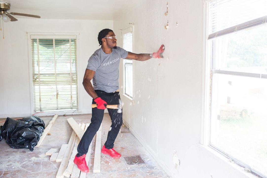 Footballspieler Robert Griffin III hat eine ganz besondere Herzensangelegenheit, bei der er die Hilfe der Renovierungsprofis benötigt: Gemeinsam wol... - Bildquelle: Rachel Whyte 2016, HGTV/Scripps Networks, LLC. All Rights Reserved.