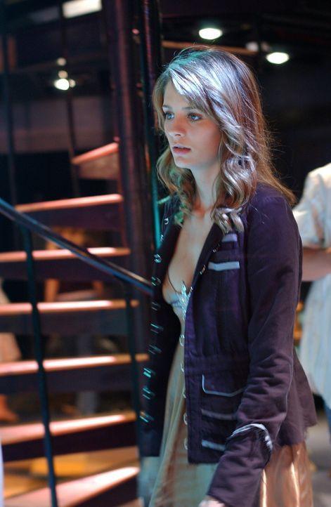 Marissa (Mischa Barton) versucht DJ klarzumachen, dass Ryan nicht ihr Freund ist ... - Bildquelle: Warner Bros. Television