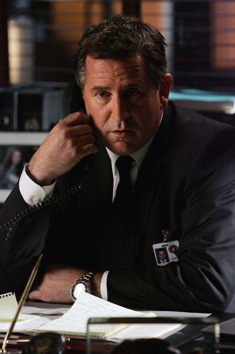 Der Psychologe Justin Morgan rettet eine junge Frau vor dem Selbstmord und ist anschließend verschwunden. Das FBI-Team um Jack Malone (Anthony LaPag... - Bildquelle: Warner Bros. Entertainment Inc.