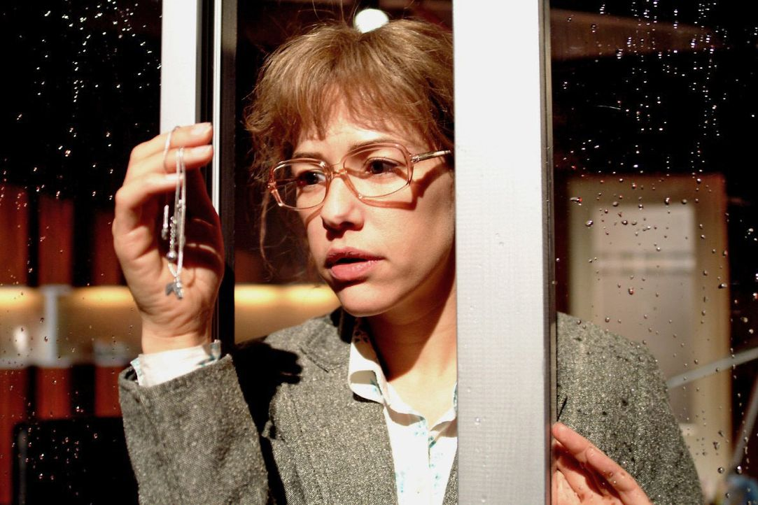 Lisa (Alexandra Neldel) ist zutiefst verletzt über Davids Verschwinden - und fällt eine Entscheidung ... (Dieses Foto von Alexandra Neldel darf nur... - Bildquelle: Monika Schürle SAT.1 / Monika Schürle