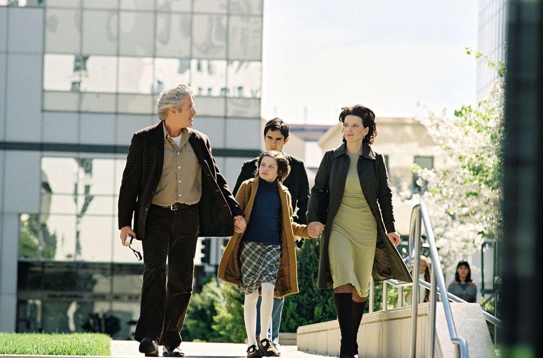 Die kleine Eliza (Flora Cross, M.) ist ein Buchstabiergenie. Ihr Vater (Richard Gere, l.) unterstützt sie, in dem er täglich mit ihr trainiert. Ih... - Bildquelle: Copyright   2005 Twentieth Century Fox