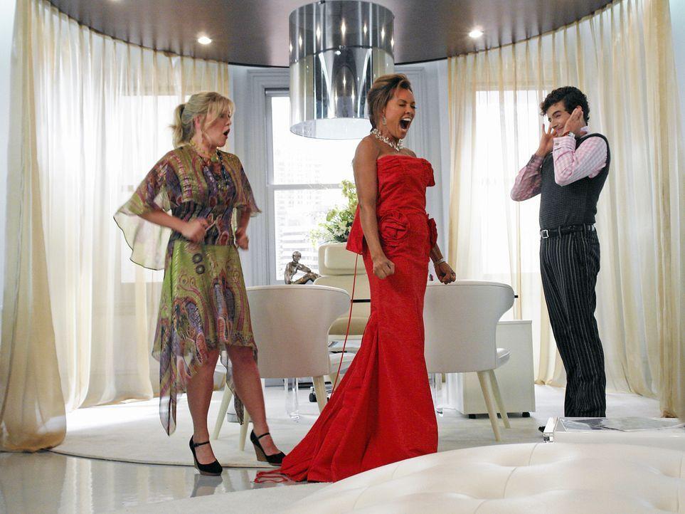 Wilhelmina (Vanessa Williams, M.) ist mit ihrem Kleid nicht zufrieden und dass müssen Christina (Ashley Jensen, l.) und Marc (Michael Urie, r.) ganz... - Bildquelle: Buena Vista International Television