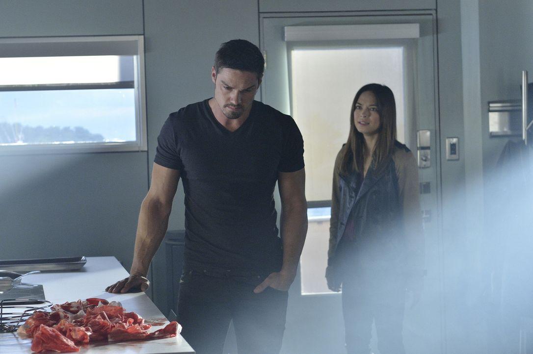Haben Cat (Kristin Kreuk, r.) und Vincent (Jay Ryan, l.) noch eine Chance auf eine gemeinsame Zukunft? - Bildquelle: 2013 The CW Network, LLC. All rights reserved.
