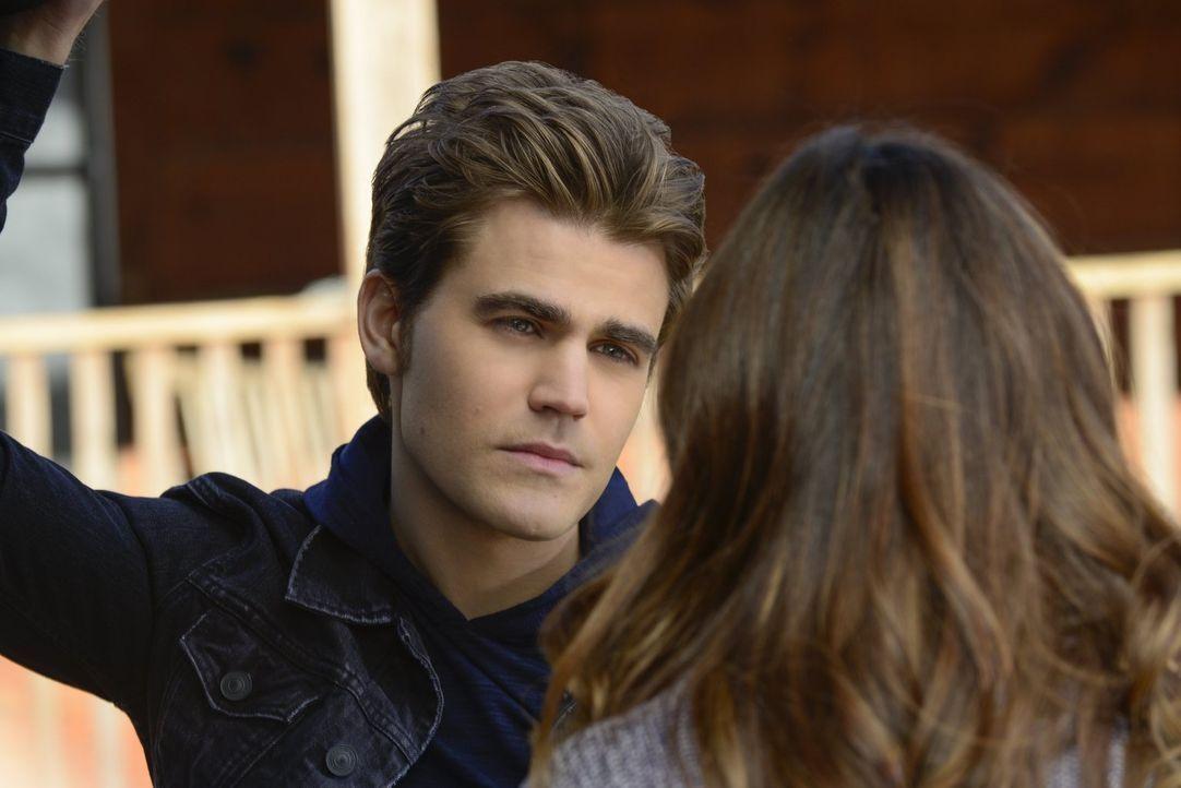 Stefan (Paul Wesley, l.) und Elena wahren ein erschreckendes Geheimnis, doch wie lange können sie es noch geheim halten? - Bildquelle: Warner Brothers