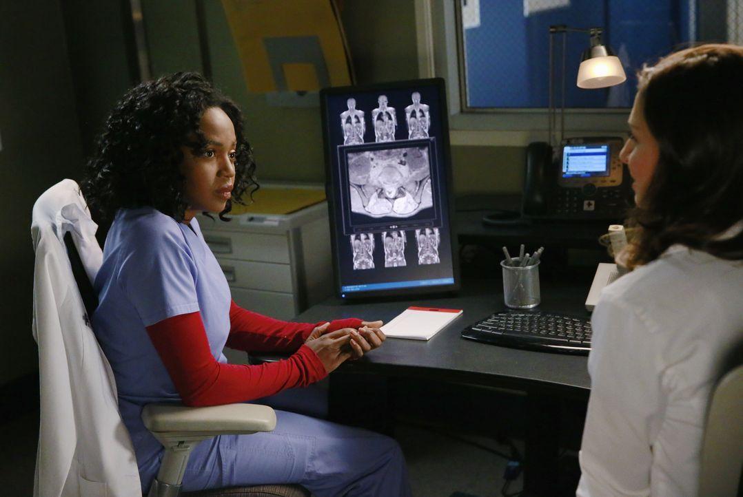 Stephanie (Jerrika Hinton, l.) und Amelia (Caterina Scorsone, r.) sehen sich Aufnahmen eines Tumors an. Amelia macht daraufhin zynische Kommentare ü... - Bildquelle: ABC Studios