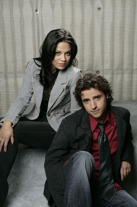 (3. Staffel) - Amita Ramanujan (Navi Rawat, l.) und Charlie (David Krumholtz, r.) unterstützen Don bei seiner Arbeit für das FBI ... - Bildquelle: Paramount Network Television
