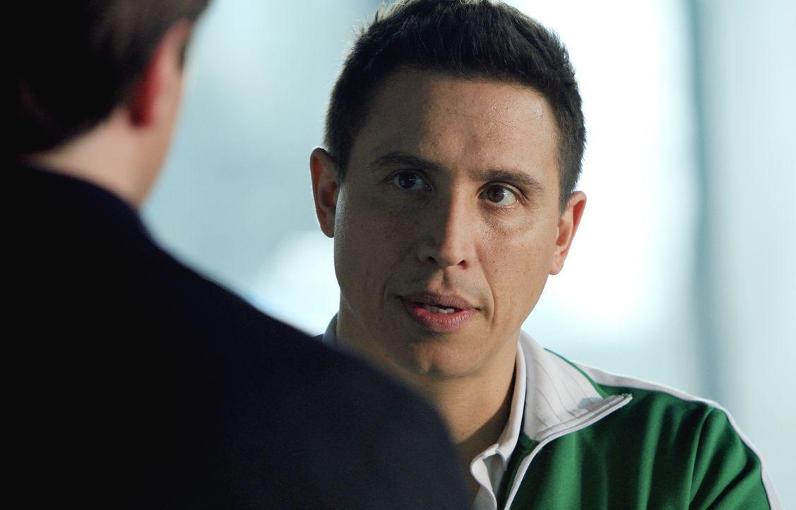 Hat Rome (Erik Palladino), der Trainer des plötzlich verstorbenen Hochleistungsschwimmers, etwas zu verbergen? - Bildquelle: ABC Studios