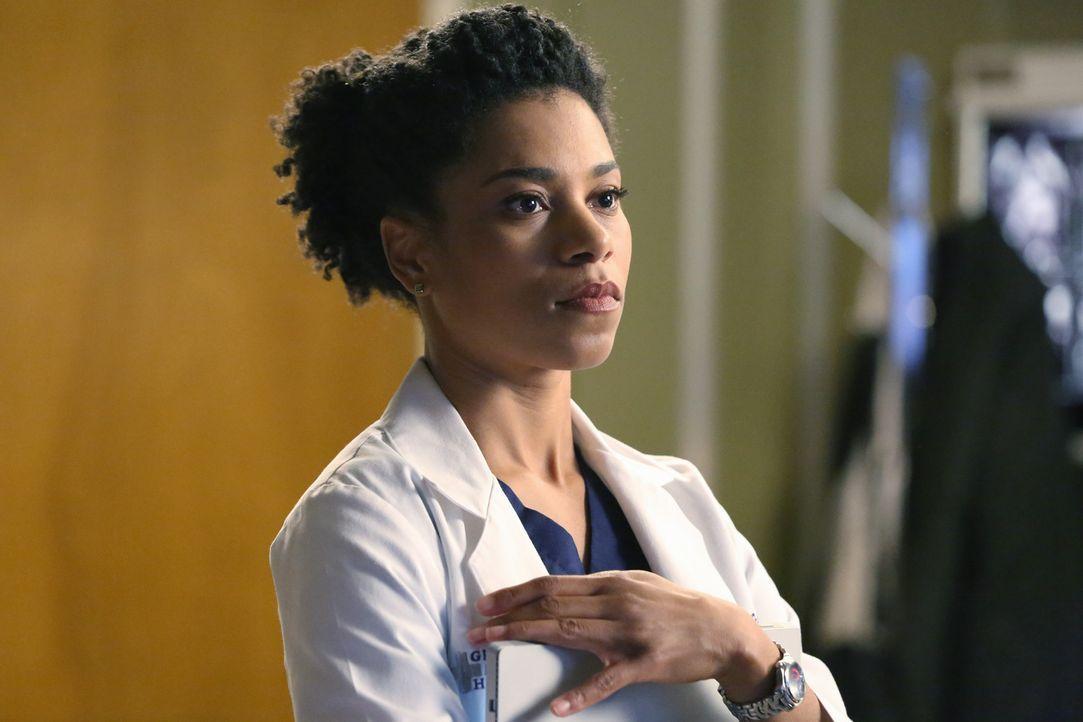 Ein Erdbeben trifft Seattle, woraufhin Maggie (Kelly McCreary) in einem Aufzug festsitzt, während Owen einem Kind telefonisch ein paar medizinische... - Bildquelle: ABC Studios