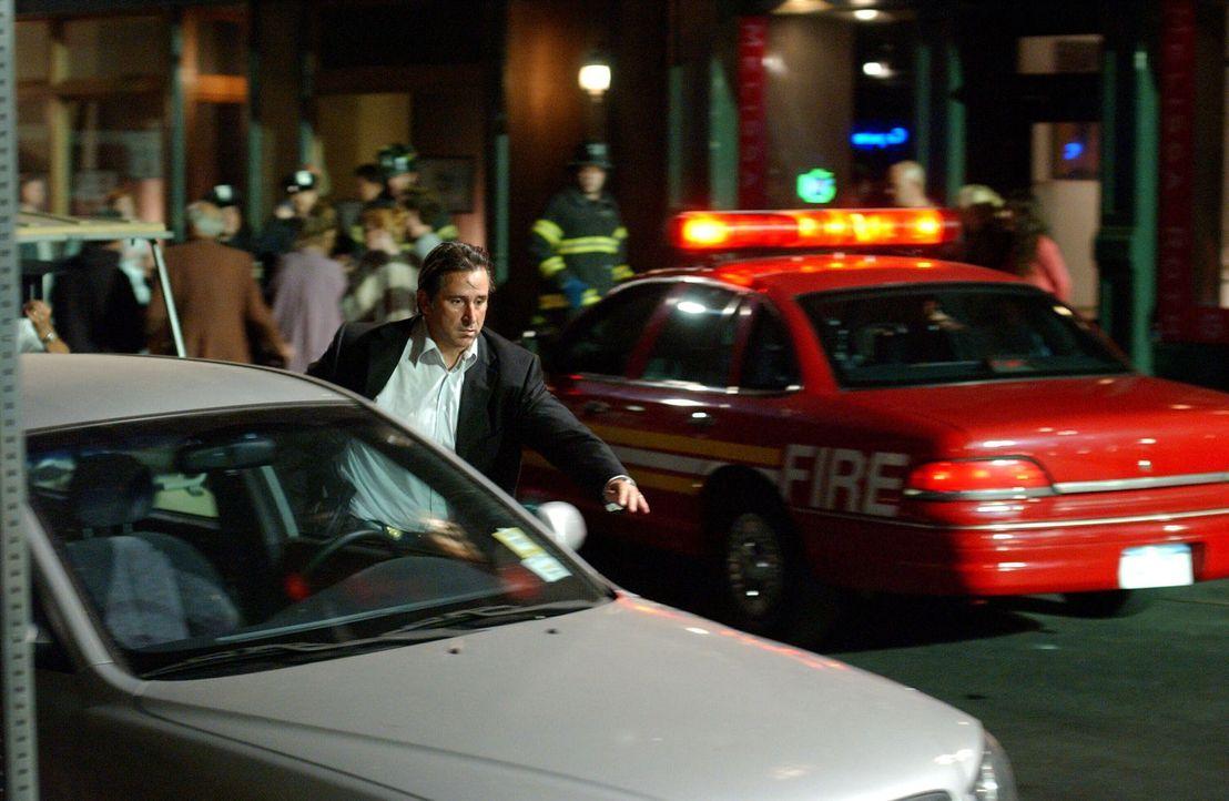 Jack Malone (Anthony LaPaglia) hat einen Hinweis auf den Aufenthaltsort des grausamen Serienmörder erhalten ... - Bildquelle: Warner Bros. Entertainment Inc.