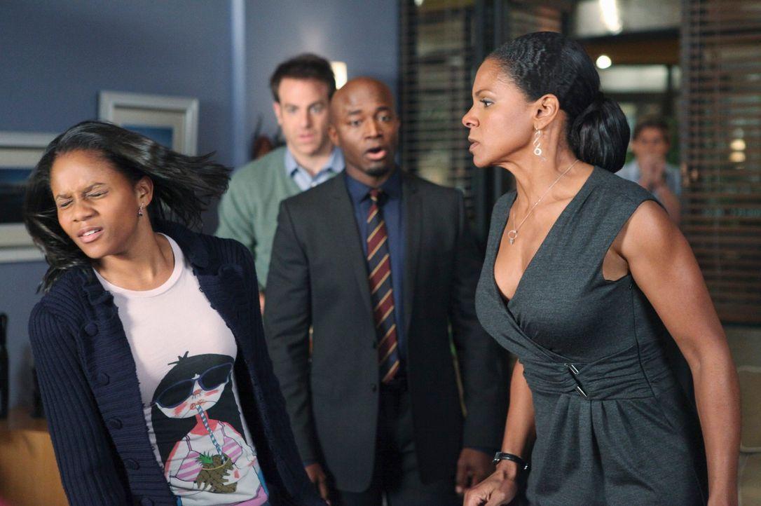 Als herauskommt, dass Maya (Geffri Maya, l.) schwanger ist, bricht für Naomi (Audra McDonald, r.) eine Welt zusammen und sie reagiert völlig ungewöh... - Bildquelle: ABC Studios
