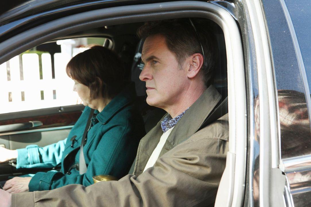 Wollen zum See fahren, um Beths Asche zu verstreuen, doch wird es dabei bleiben? Paul (Mark Moses, r.) und Felicia (Harriet Sansom Harris, l.) ... - Bildquelle: ABC Studios