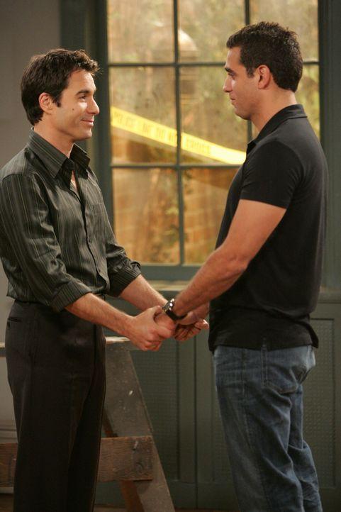 Vince (Bobby Cannavale, r.) findet ein Haus, das er gemeinsam mit Will (Eric McCormack, l.) kaufen will. Dieser ist von der Idee total begeistert, d... - Bildquelle: Chris Haston NBC Productions