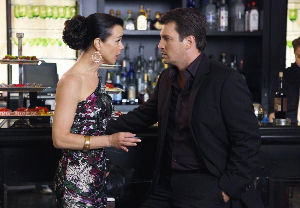 Will endlich wissen, ob Richard Castle (Nathan Fillion, r.) das Angebot annimmt: Agentin Paula Haas (Debi Mazar, l.) - Bildquelle: ABC Studios