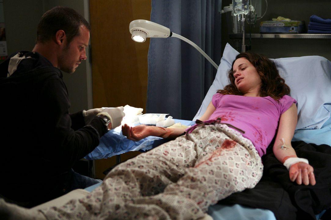 Nach und nach bemerkt Alex (Justin Chambers, l.), dass Rebecca (Elizabeth Reaser, r.) an einer Persönlichkeitsstörung leidet. Er muss sich eingest... - Bildquelle: Touchstone Television
