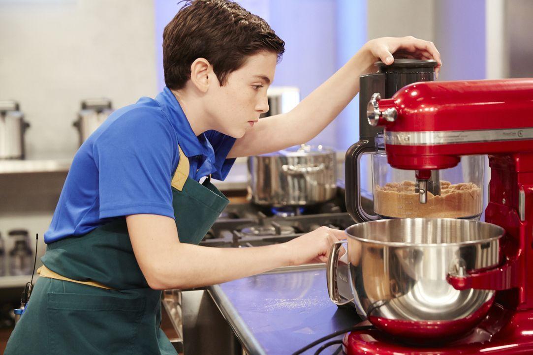 Ryan Wilson gibt sein Bestes, denn er will die Jury mit seiner Limetten Pie überzeugen ... - Bildquelle: Greg Gayne 2015, Television Food Network, G.P. All Rights Reserved