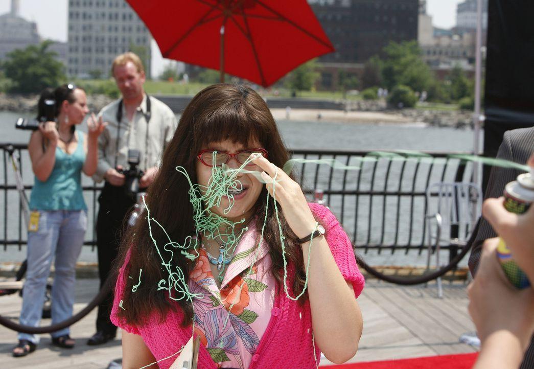 Ist nie gegen Überraschungen gefeit: Betty (America Ferrera) ... - Bildquelle: 2008   ABC Studios