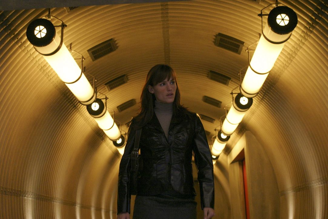 Ein neuer Auftrag wartet auf Sydney (Jennifer Garner) ... - Bildquelle: Touchstone Television