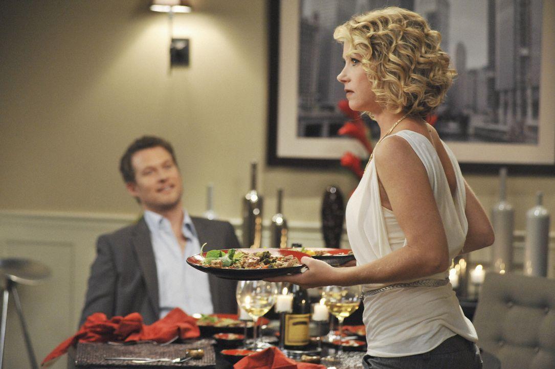 Samantha (Christina Applegate, r.) hat einen neuen Freund - Owen (James Tupper, l.). Doch sie hat ihm noch nicht gebeichtet, dass sie mit ihrem Ex-F... - Bildquelle: 2008 American Broadcasting Companies, Inc. All rights reserved.