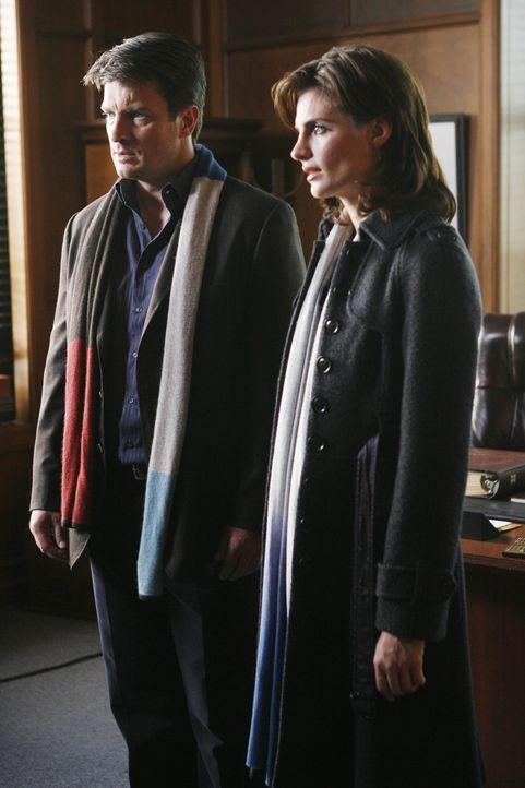 Ausnahmsweise mangelt es Castle (Nathan Fillion, l.) und Beckett (Stana Katic, r.) nicht an Verdächtigen. Doch wer ist der Mörder von Staatsanwalt J... - Bildquelle: ABC Studios