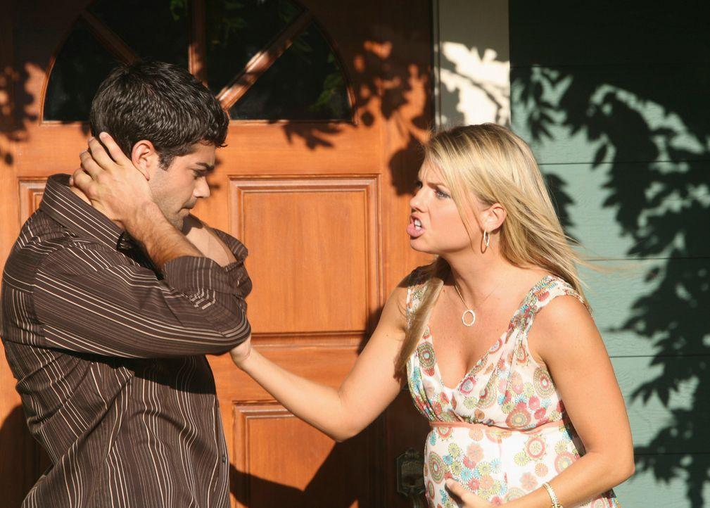 Da John Rowland (Jesse Metcalfe, l.) mit Frau Tammy (Michelle Pierce, r.) seht unglücklich ist, plant er die Affäre mit Gabrielle wieder aufleben zu... - Bildquelle: ABC Studios