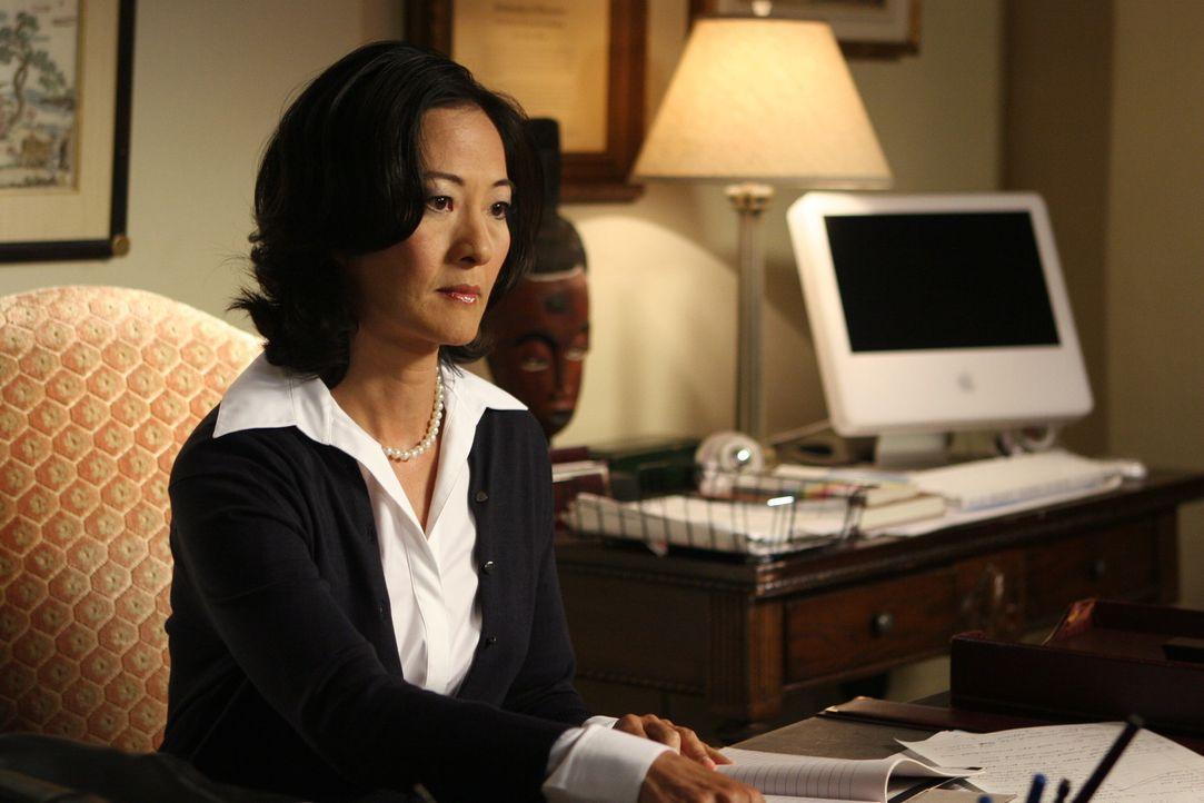 Wird Dr. Kim (Rosalind Chao) Marissa und Ryan von der Schule verweisen? - Bildquelle: Warner Bros. Television